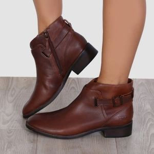 UGG Barnett Boots